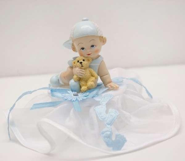 Baby sitzend Junge mit Bär