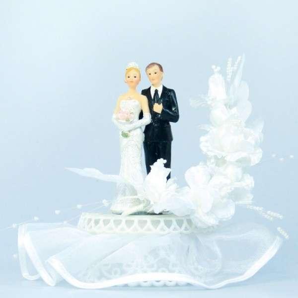 Brautpaar Blütenbogen